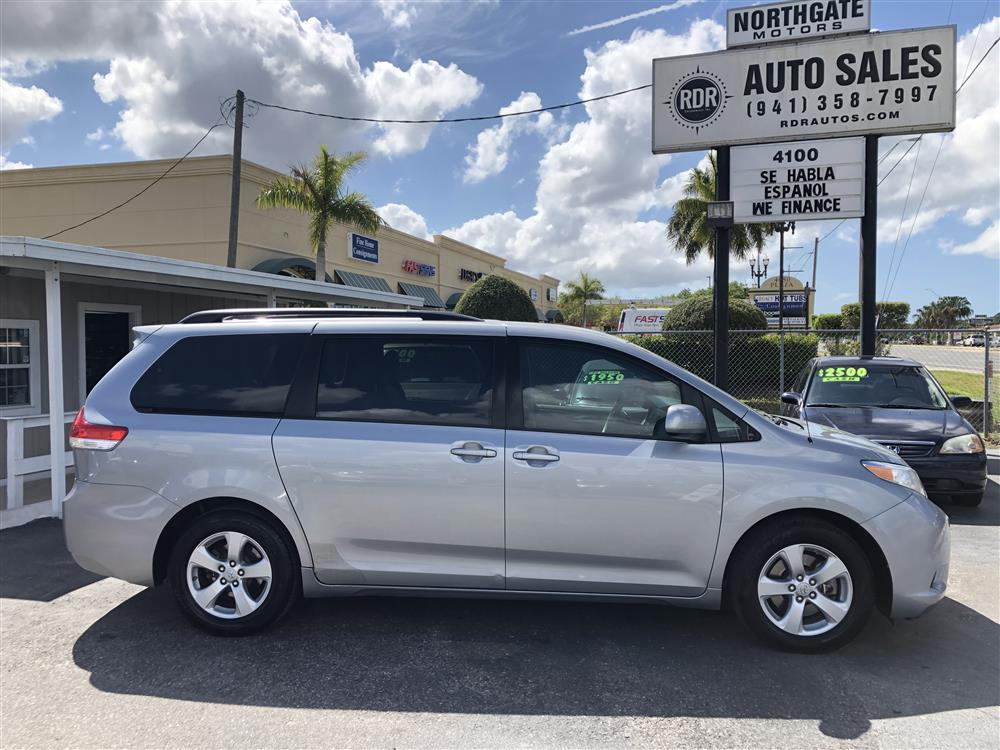 2011 Toyota Sienna LE Low Miles